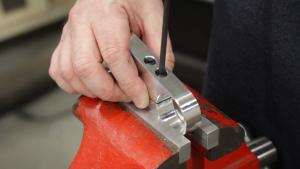 Testing the clamping screws
